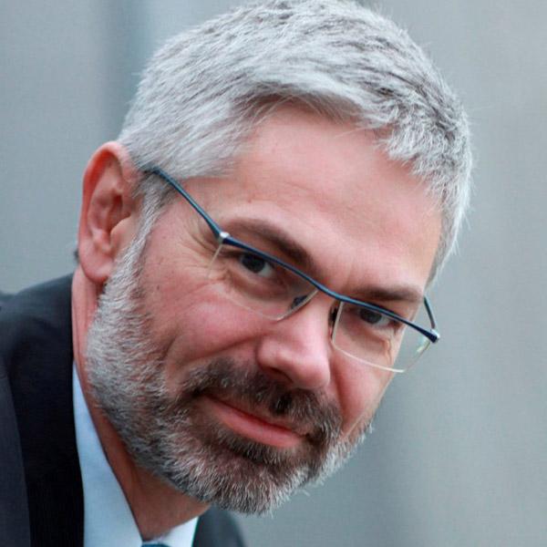 Dr. Bernhard Kirschbaum